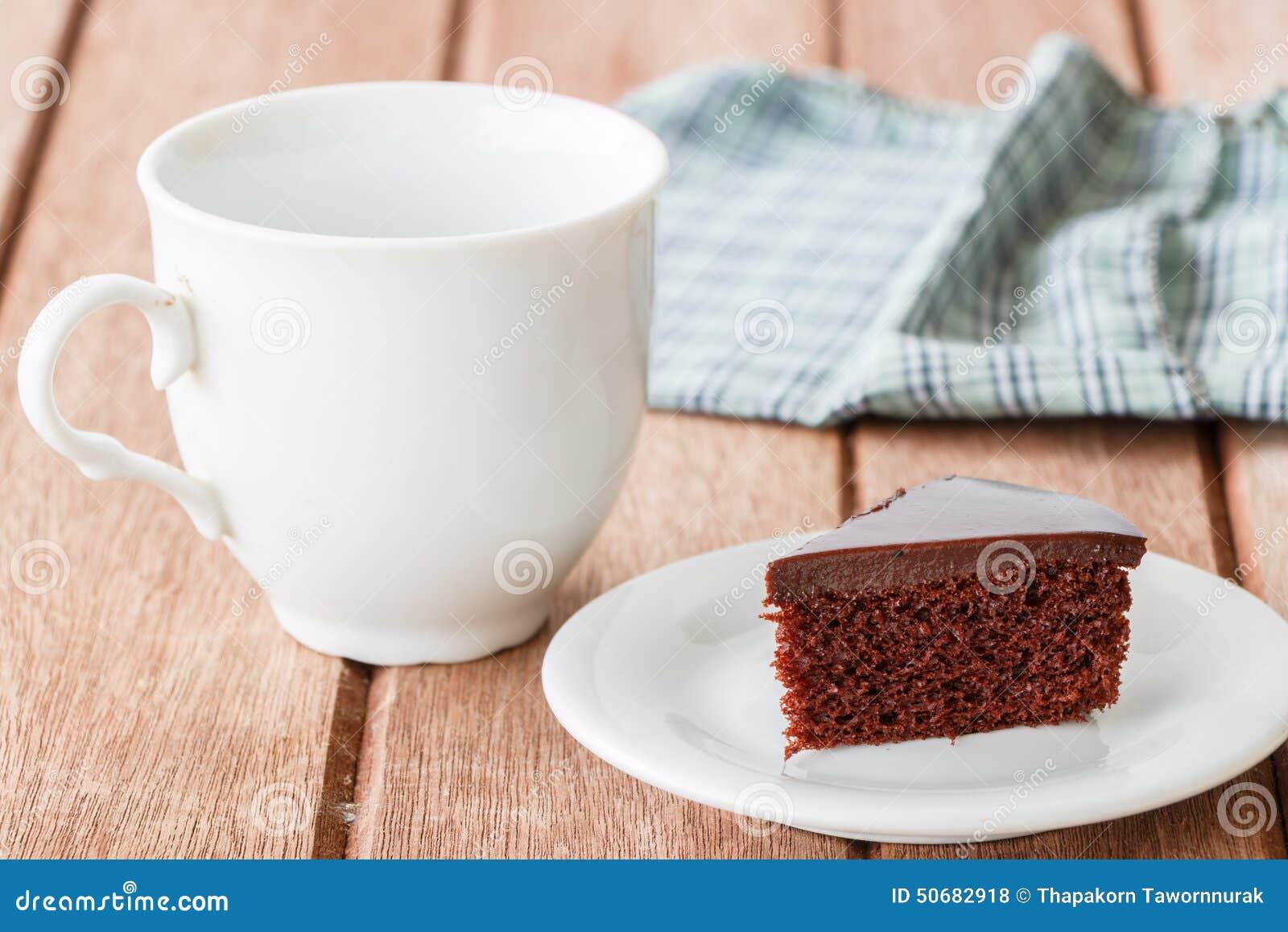 Download 巧克力蛋糕 库存照片. 图片 包括有 食物, 酥皮点心, 金黄, 照亮, 黑暗, 空白, 牌照, 匙子, 桂香 - 50682918