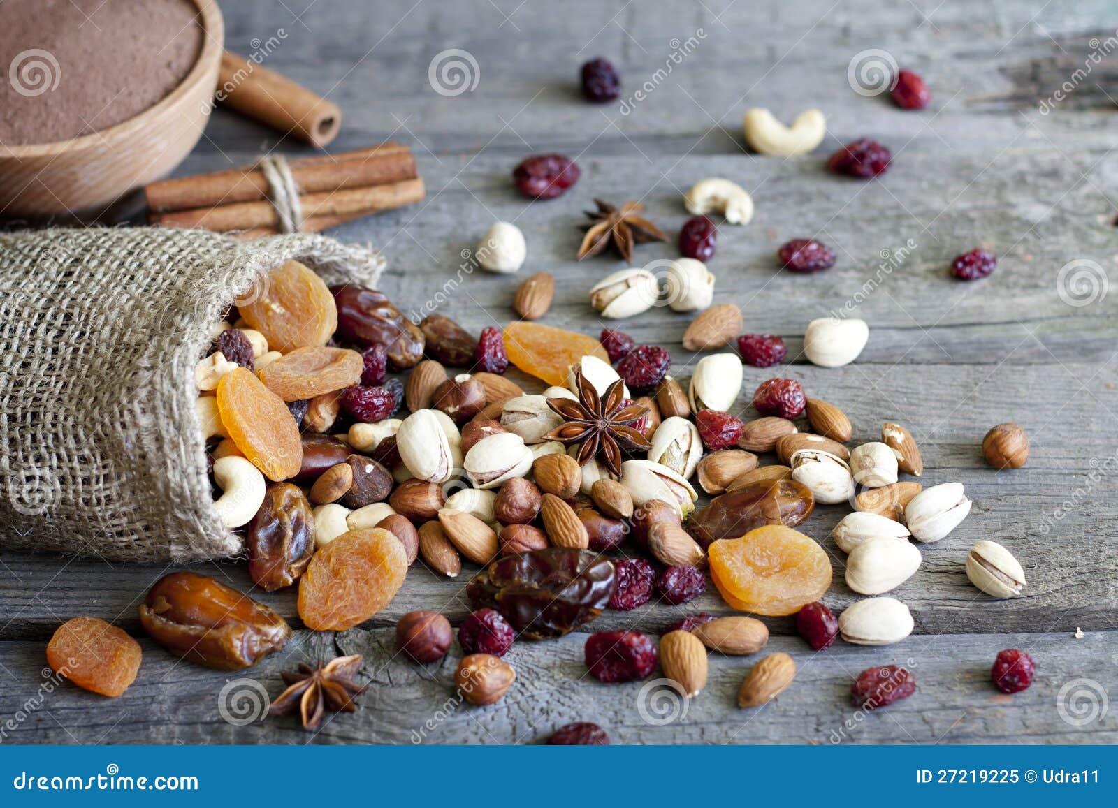 巧克力螺母干果子和糖果