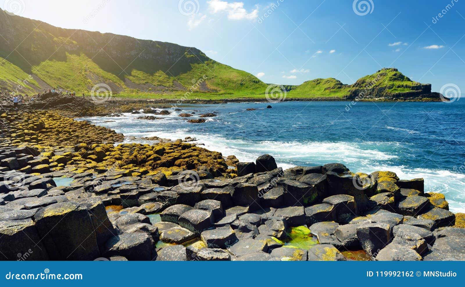 巨人堤道,六角玄武岩石头区域,创造由古老火山的裂痕爆发,安特里姆郡,北爱尔兰