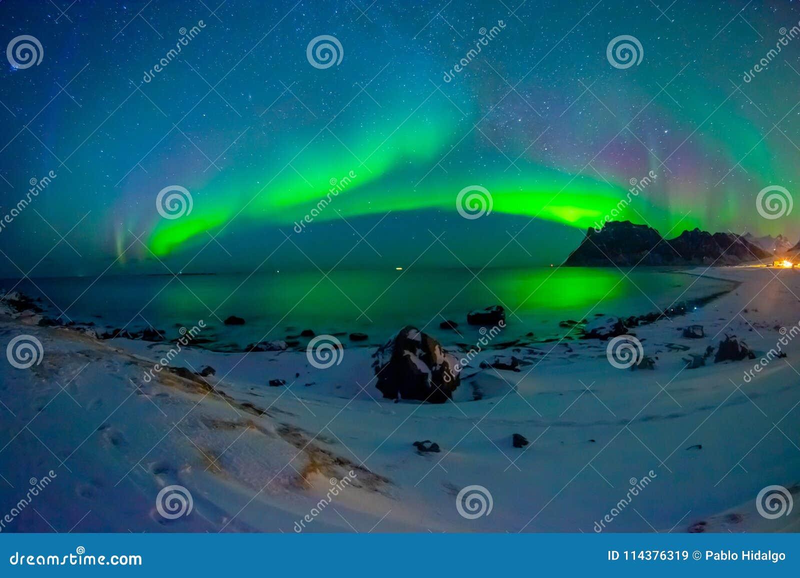 巨型的多彩多姿的充满活力的极光Borealis,极光北极星的美好的图片,也知道作为在的北极光