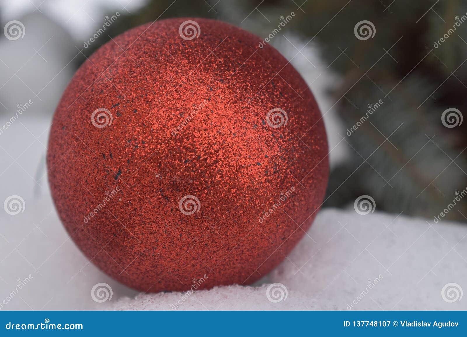 已经不新,而且同一个美丽的新年的球