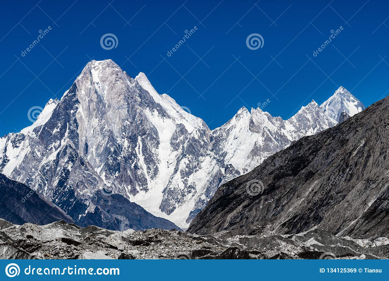 巴基斯坦迁徙的喀喇昆仑山脉K2