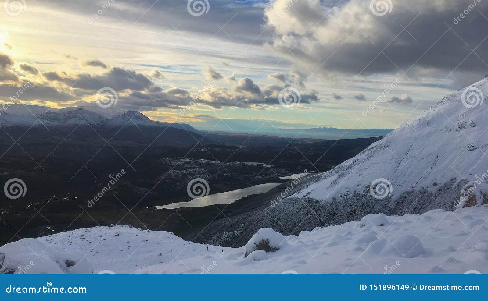 巴塔哥尼亚Snowscape清早日出