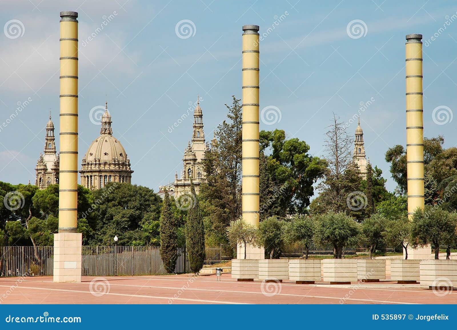 Download 巴塞罗那 库存图片. 图片 包括有 植被, 都市, 西班牙, 著名, 印度榕树, 拱道, 风景, 艺术, 宫殿 - 535897