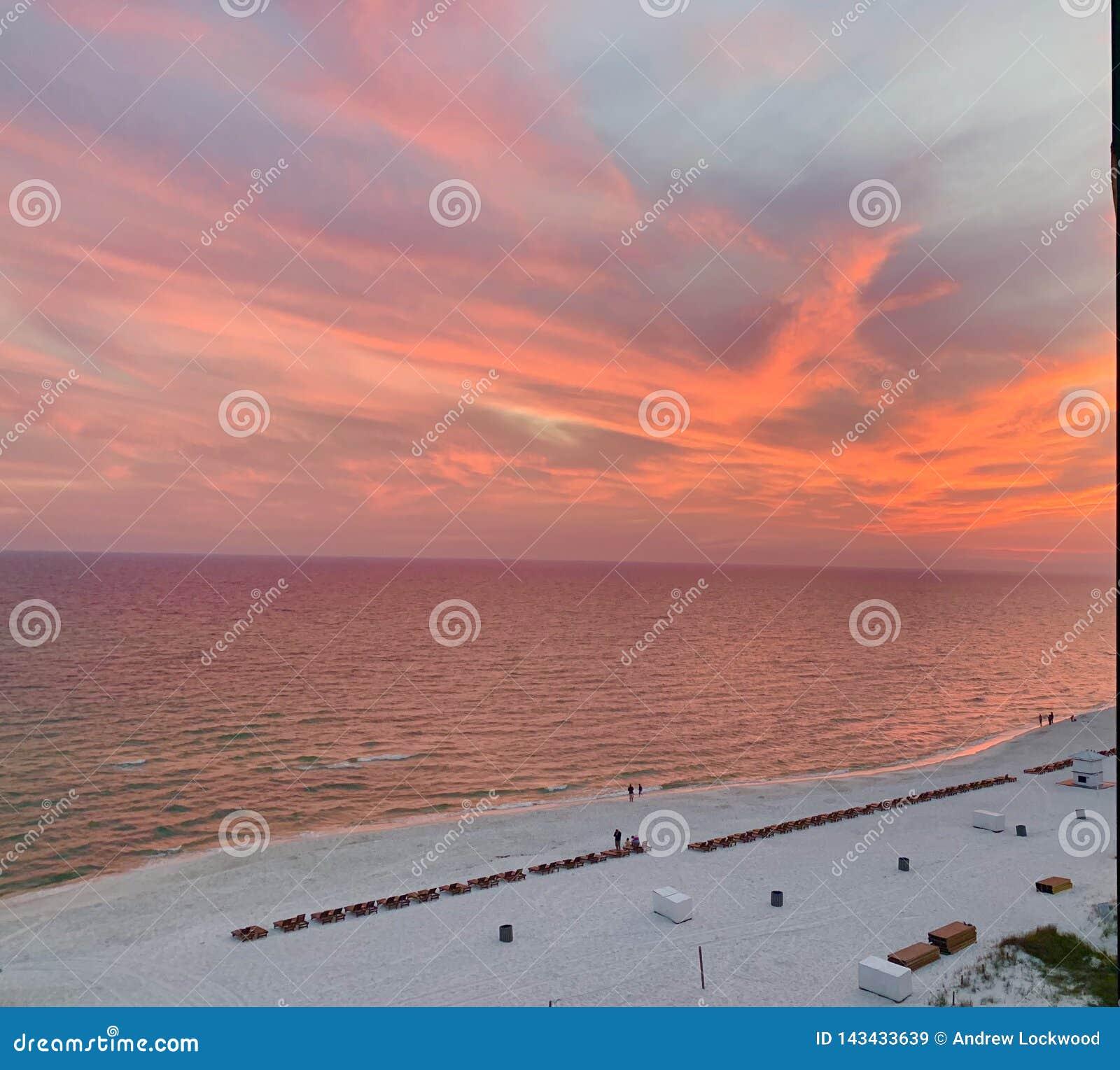 巴拿马市海滩日落