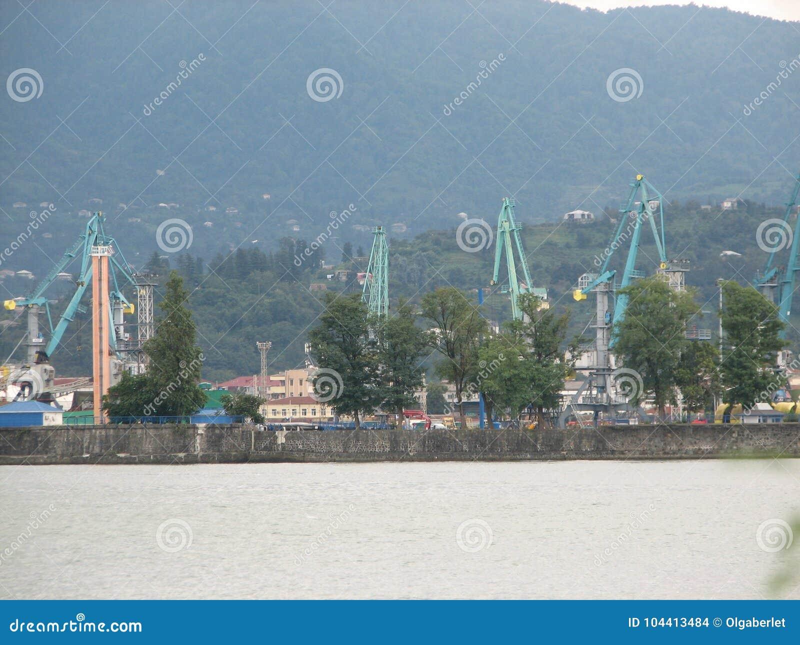 巴统,阿扎尔,乔治亚港  商业发货的货船