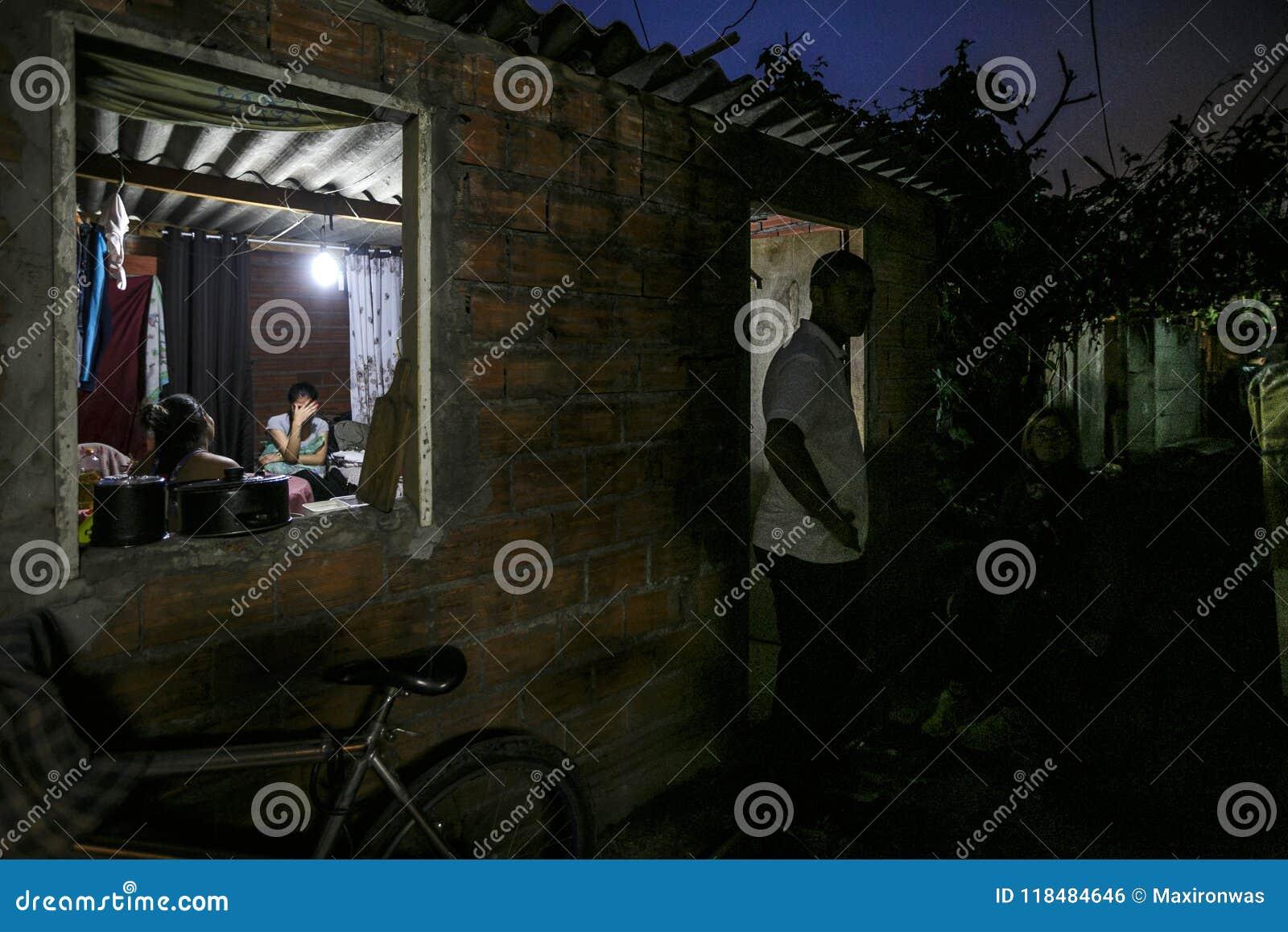 巴西-圣保洛- ONG Sermig -在一小的favela的宽容干预