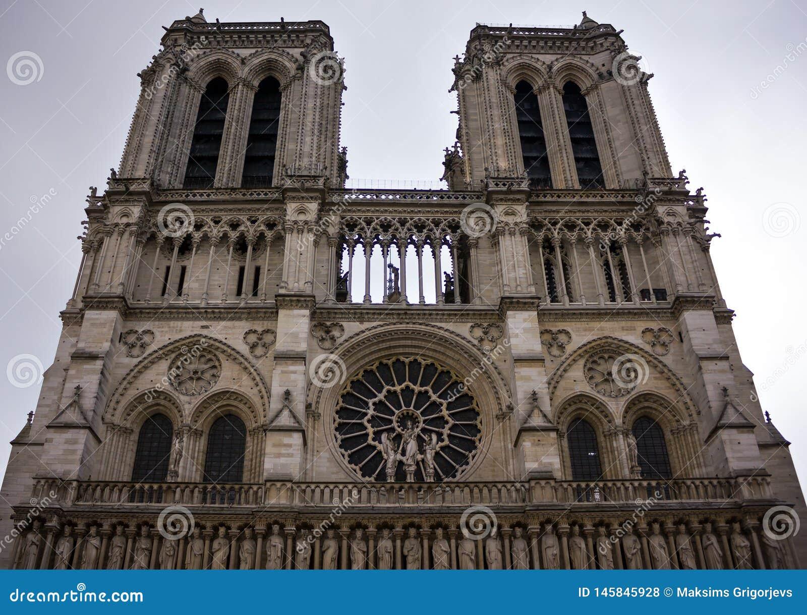 巴黎圣母院,大教堂门面,法国,2013年6月25日