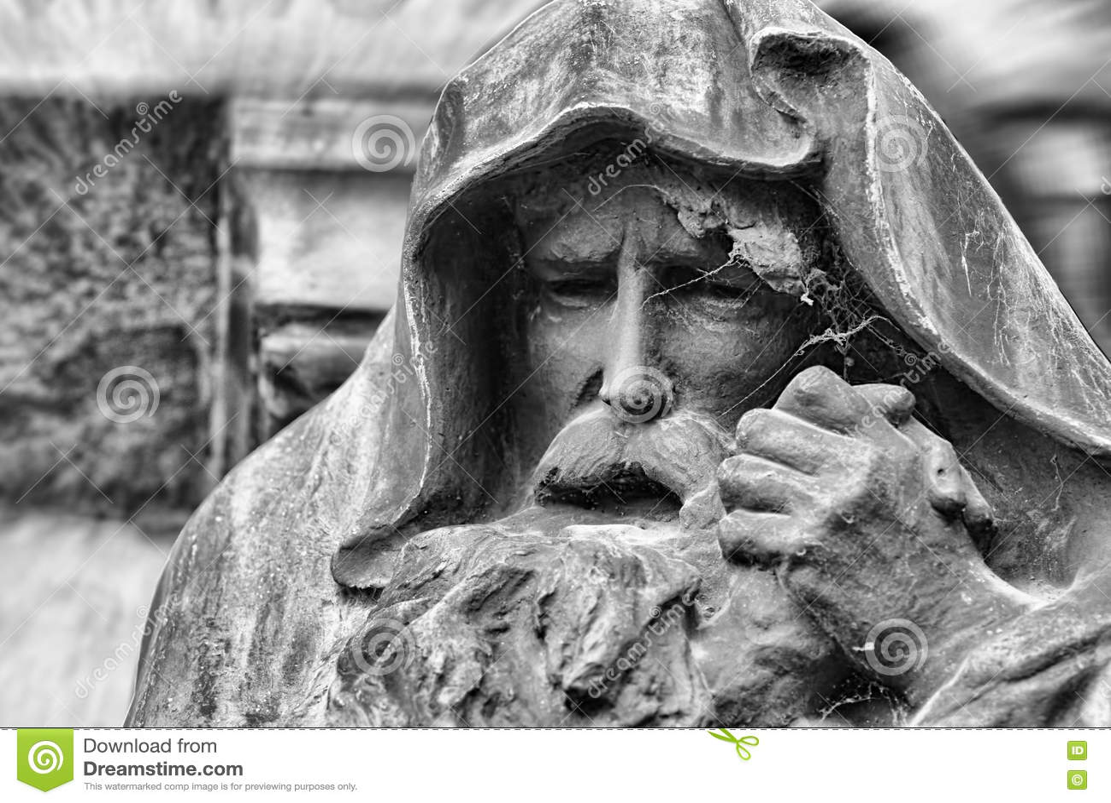 戴头巾老人雕象有胡子的