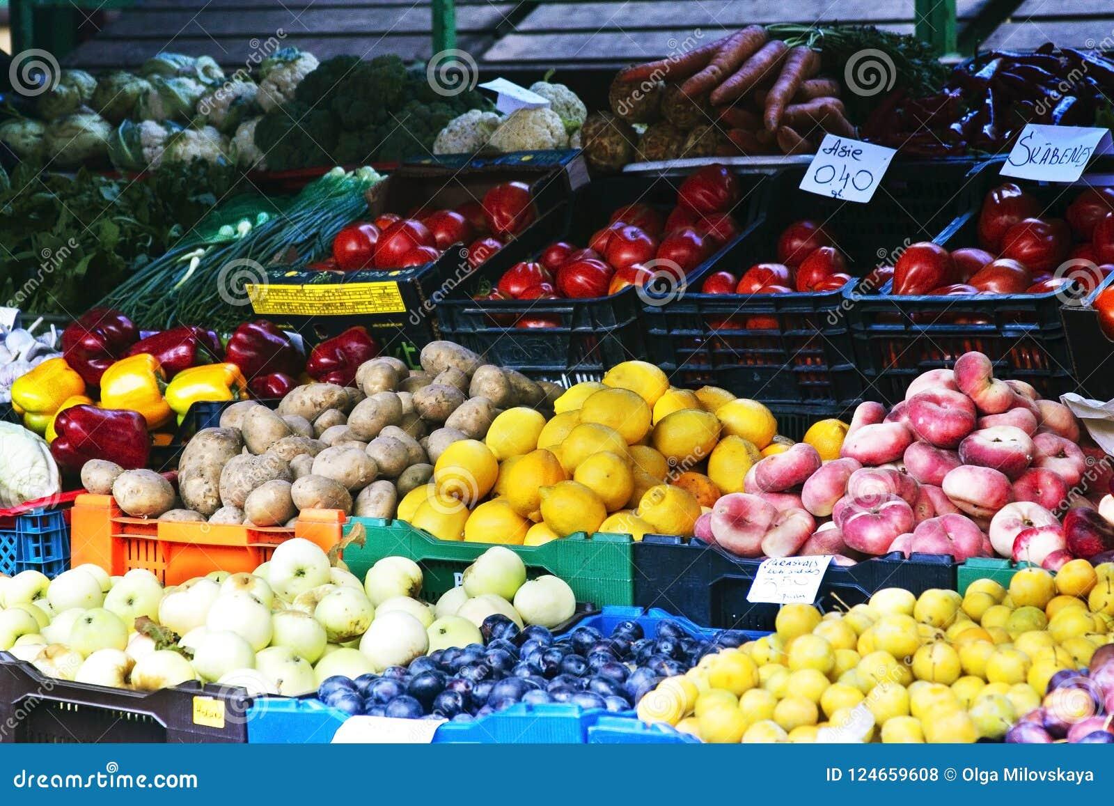市场用水果和蔬菜 拉脱维亚