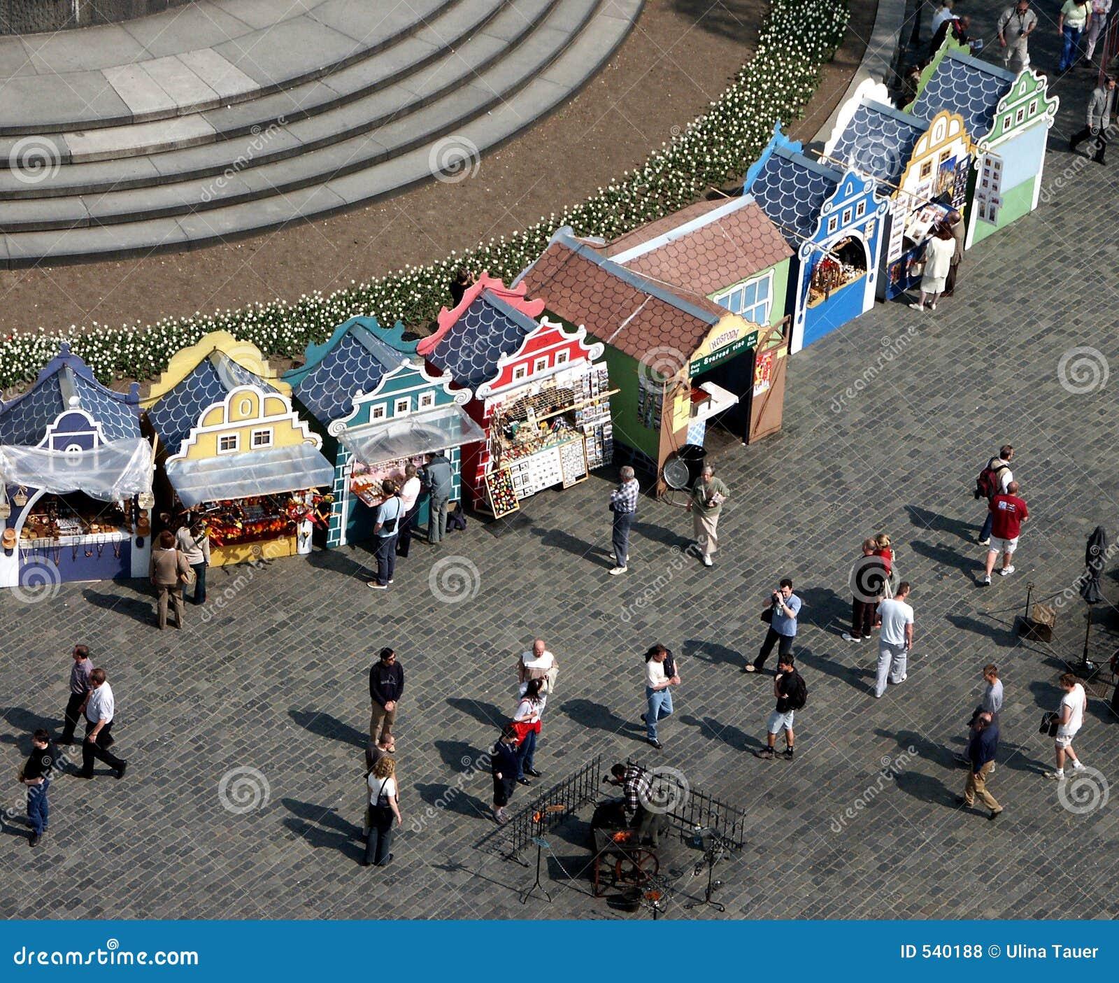 Download 市场 库存照片. 图片 包括有 安排, 欧洲, 人们, 颜色, 市场, 步行者, 布拉格, 报亭, 详细资料 - 540188