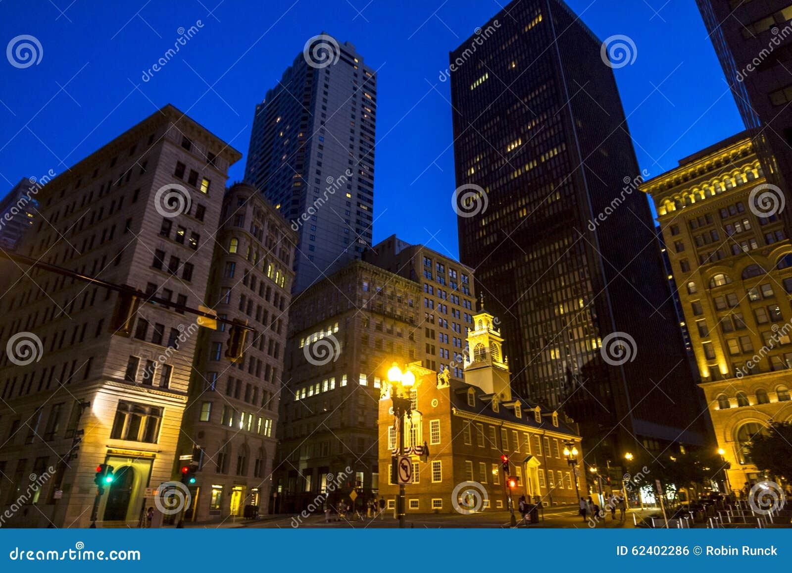 市波士顿在晚上