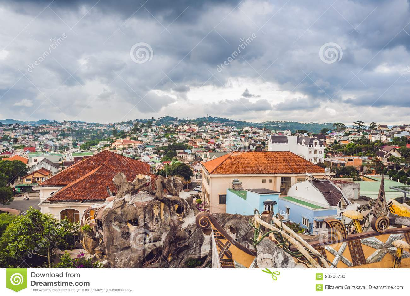 市的看法大叻,越南 旅途通过亚洲概念