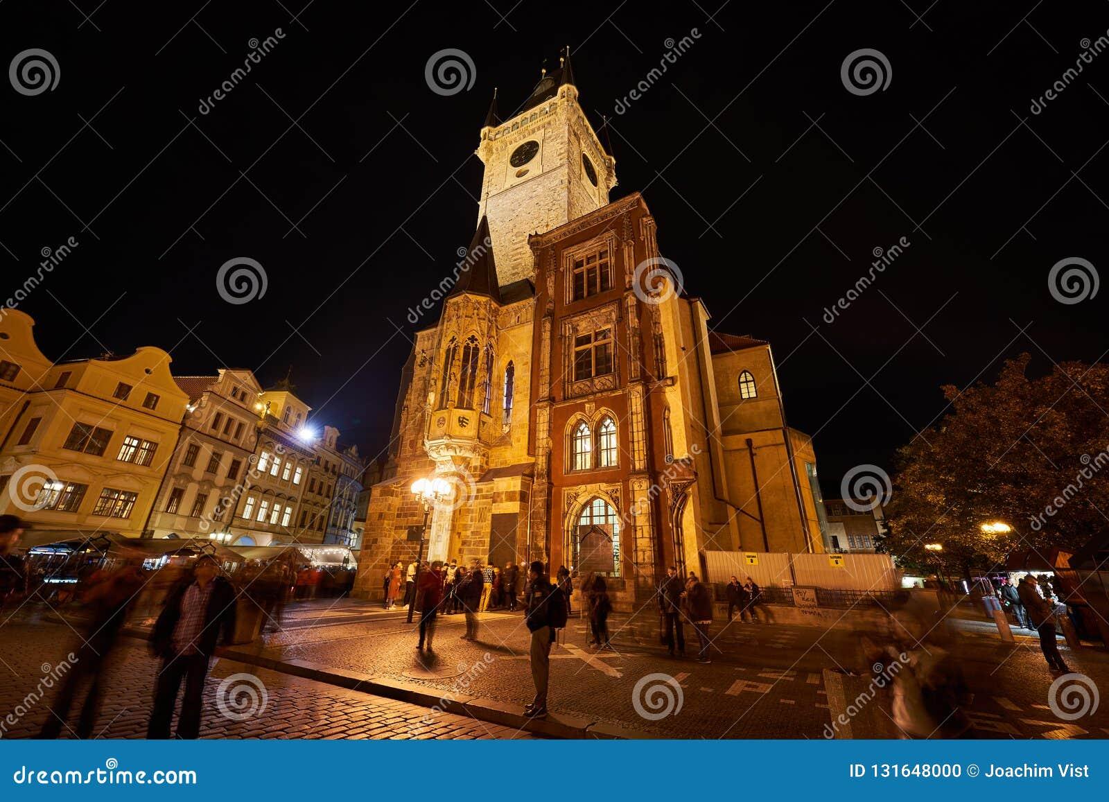 布拉格天文学钟楼在晚上