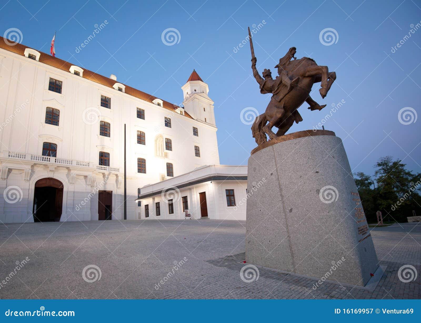 布拉索夫城堡雕象svatopluk