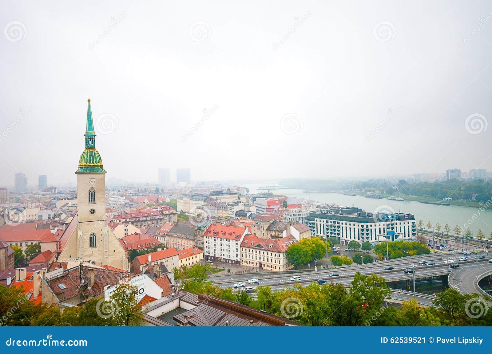 布拉索夫,斯洛伐克- 2015年10月16日:StMartin大教堂和