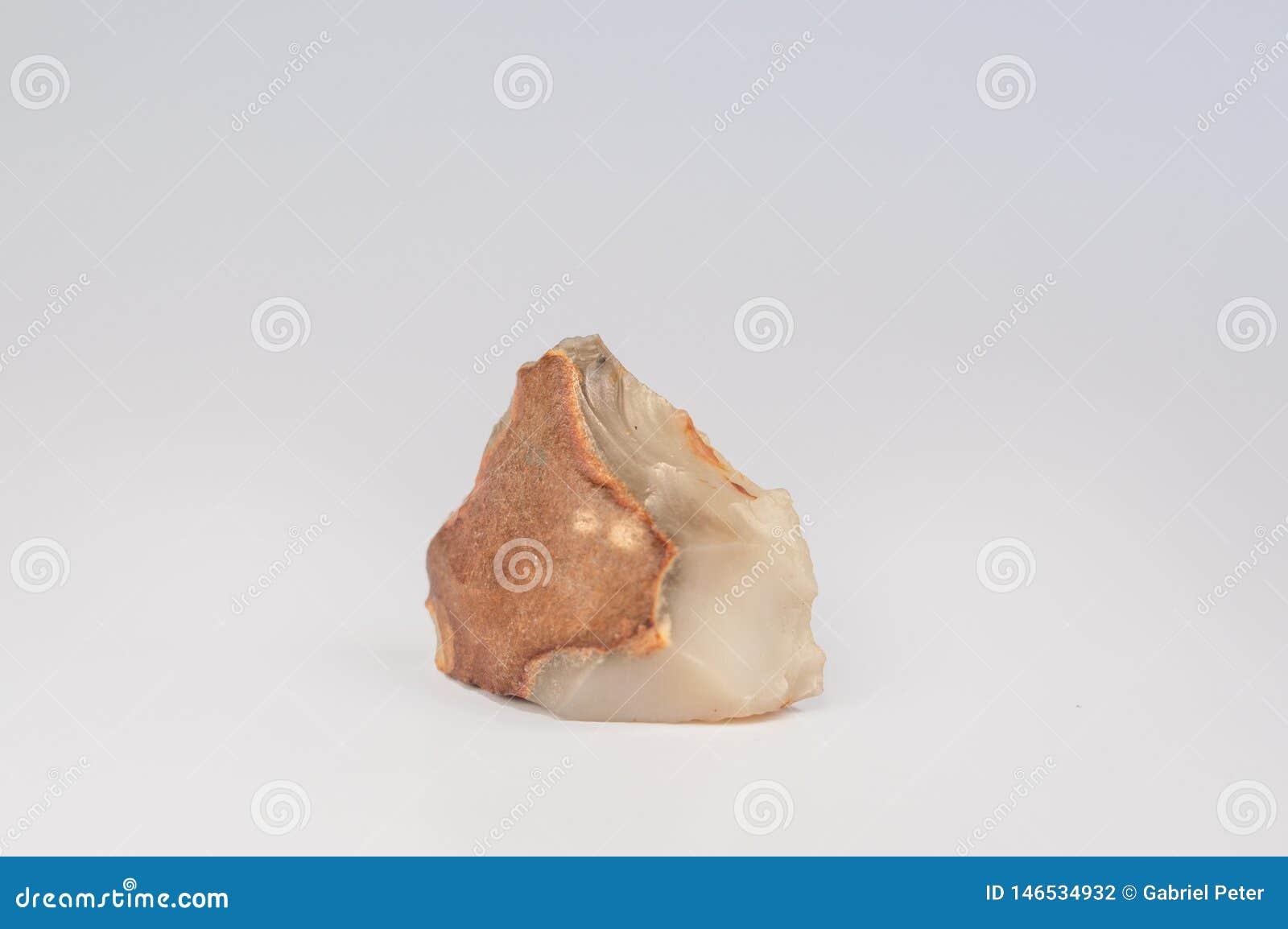 布朗干净的白色边缘石头