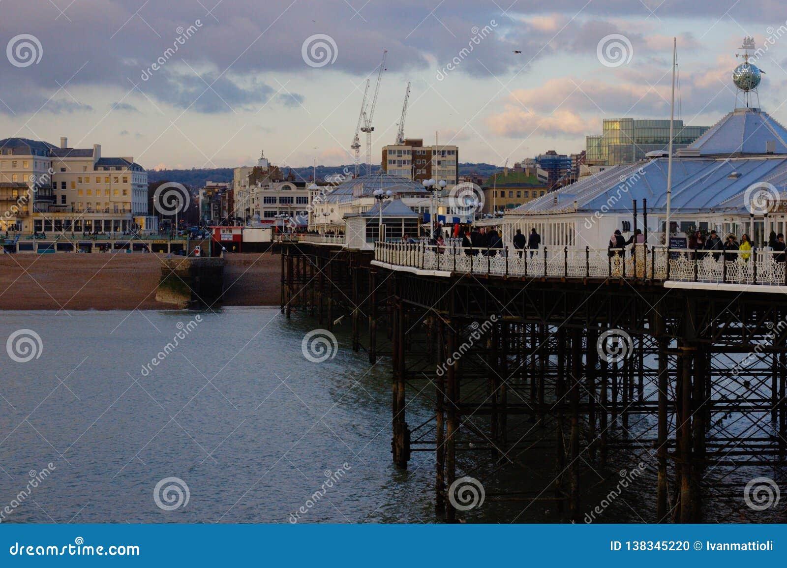 布赖顿码头-往城市海滩的看法