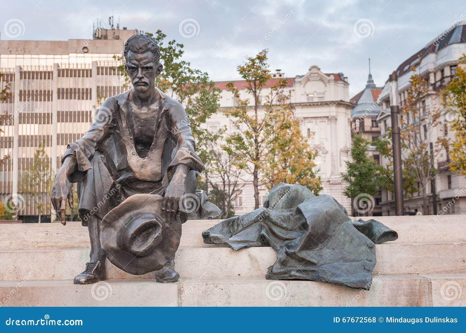 布达佩斯,匈牙利- 2015年10月26日:诗人阿提拉Jozsef雕象在布达佩斯,匈牙利,