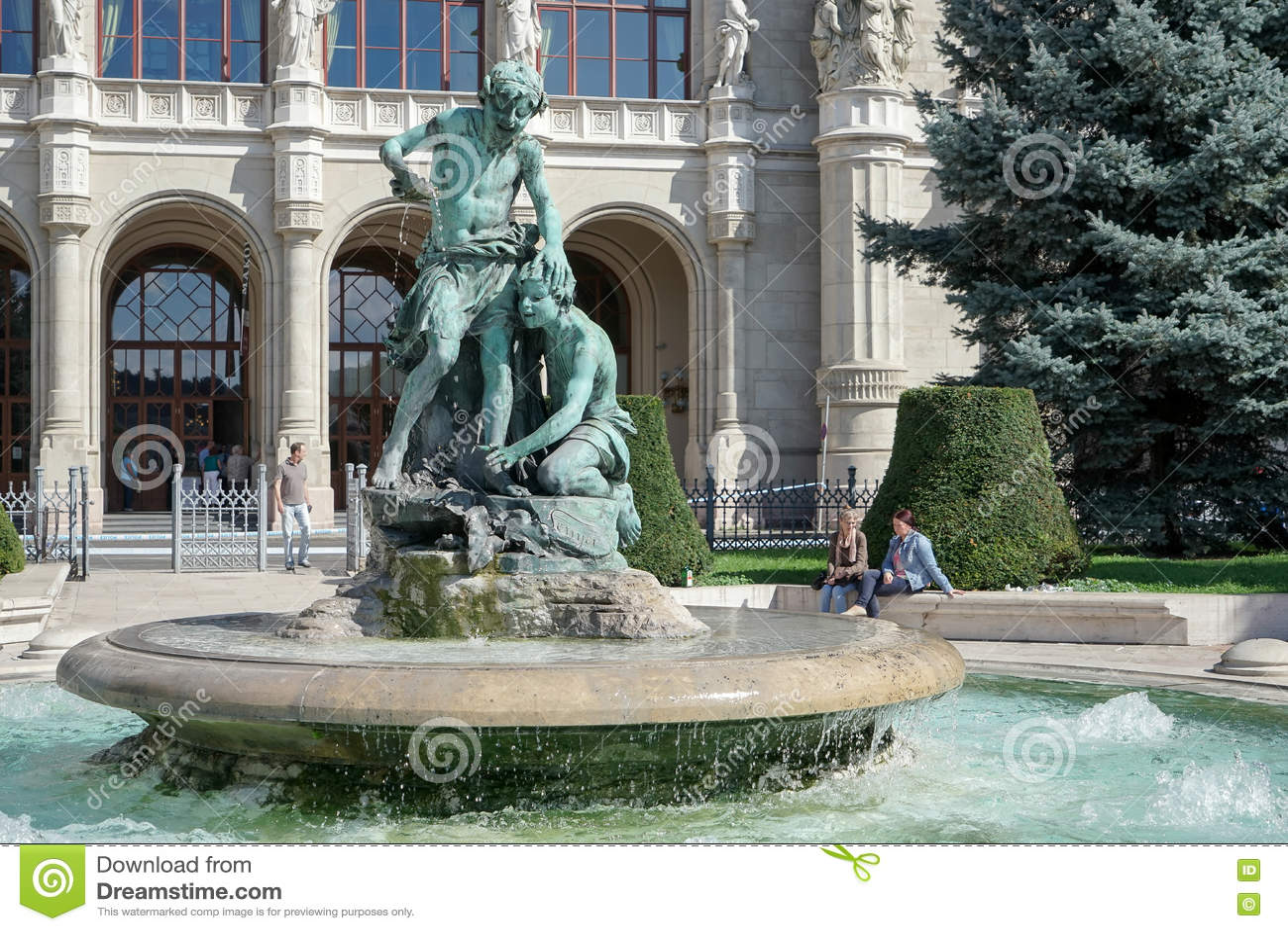 布达佩斯, HUNGARY/EUROPE - 9月21日:在前面的雕象