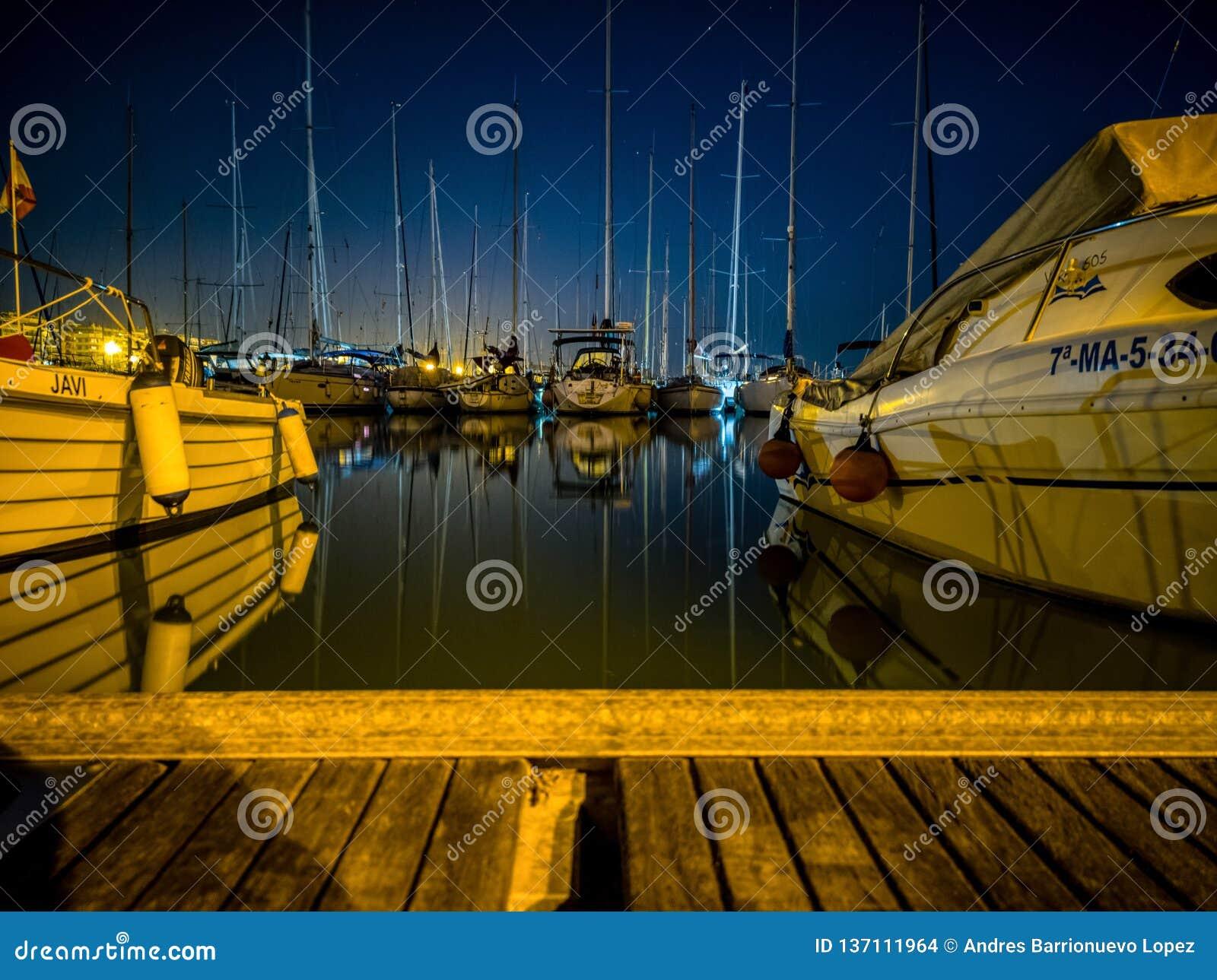 布里亚纳小游艇船坞