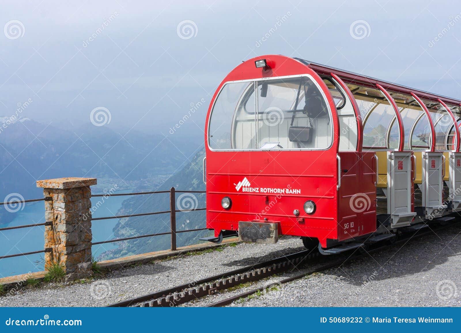 Download 布里恩茨Rothorn铁路和布里恩茨湖-瑞士 图库摄影片. 图片 包括有 铁路, 山顶, 教练, 上升, 游人 - 50689232
