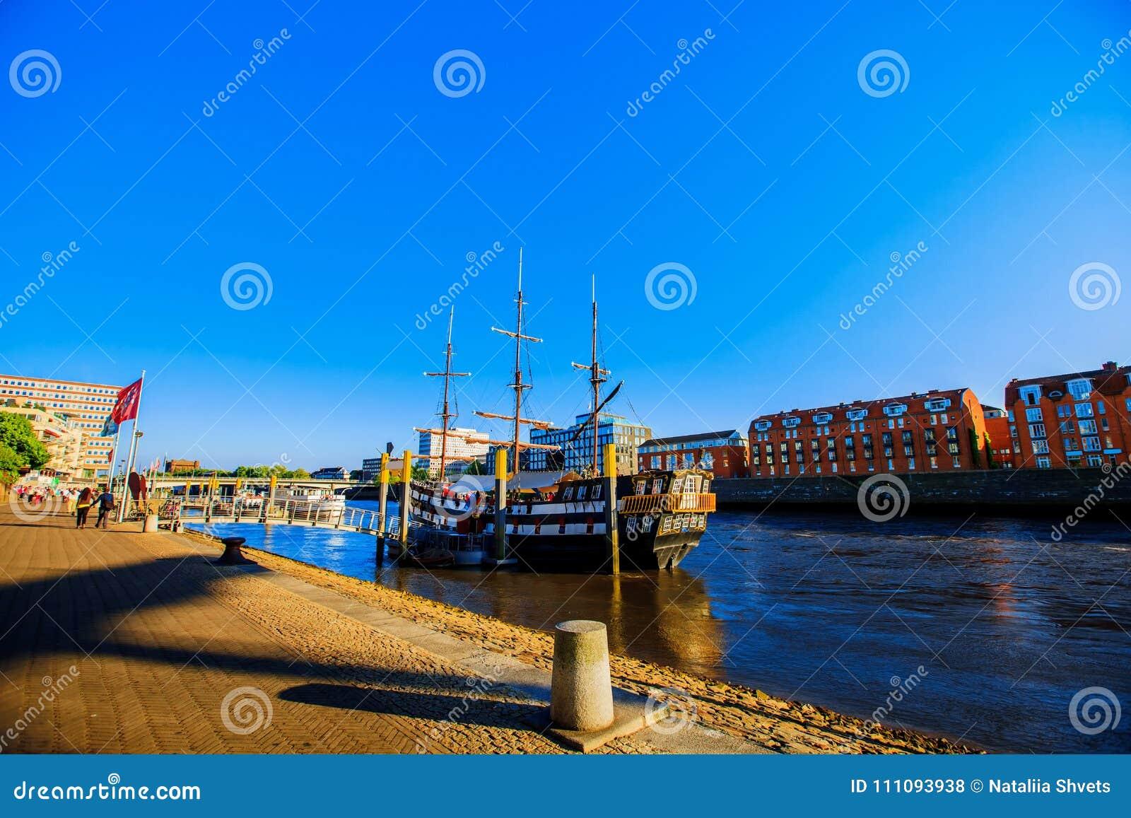 布里曼沿海岸区视图日落 Weser河沿在布里曼,德国