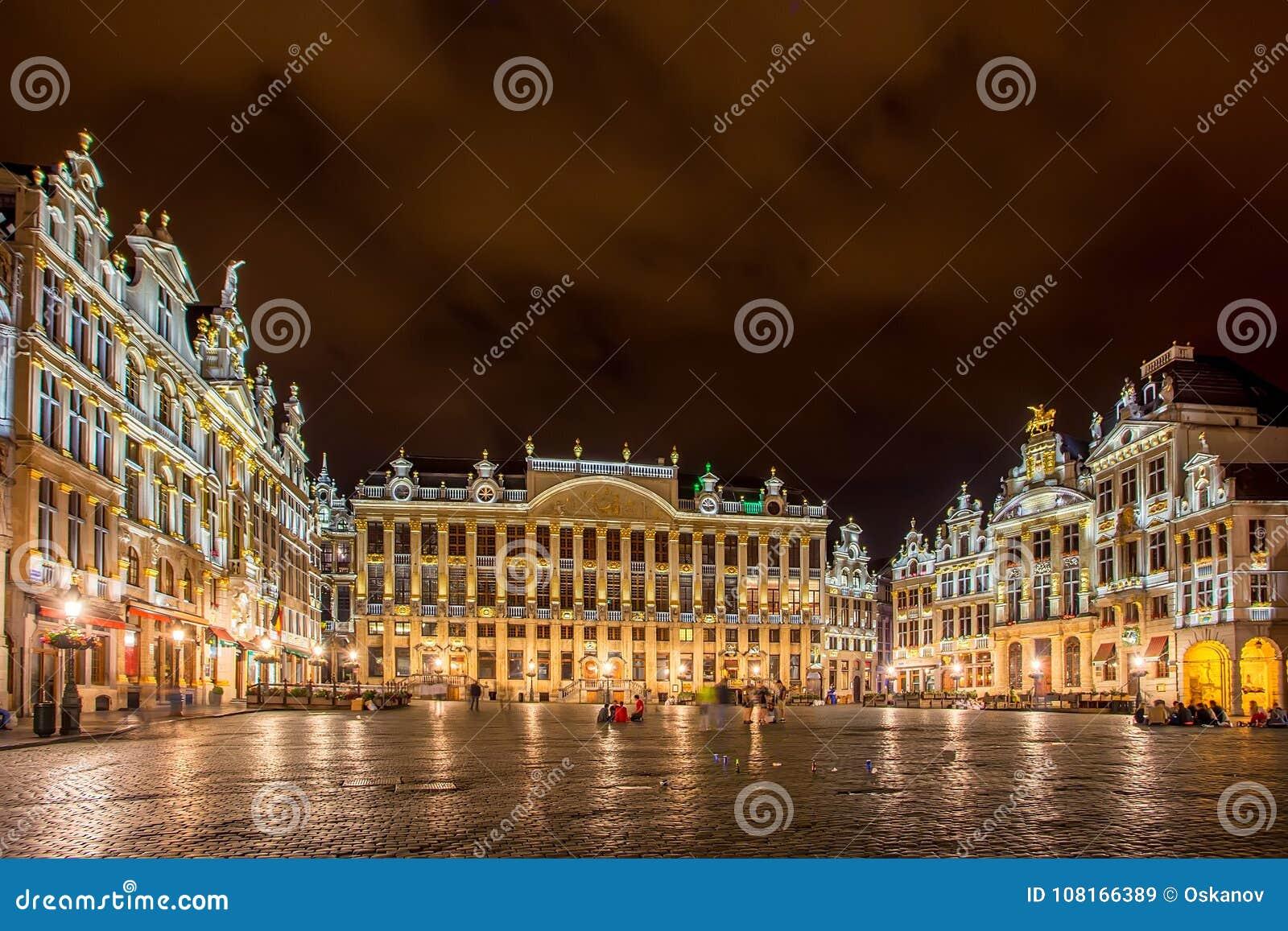 布鲁塞尔,比利时-大约2014年6月:布鲁塞尔盛大地方nignt的