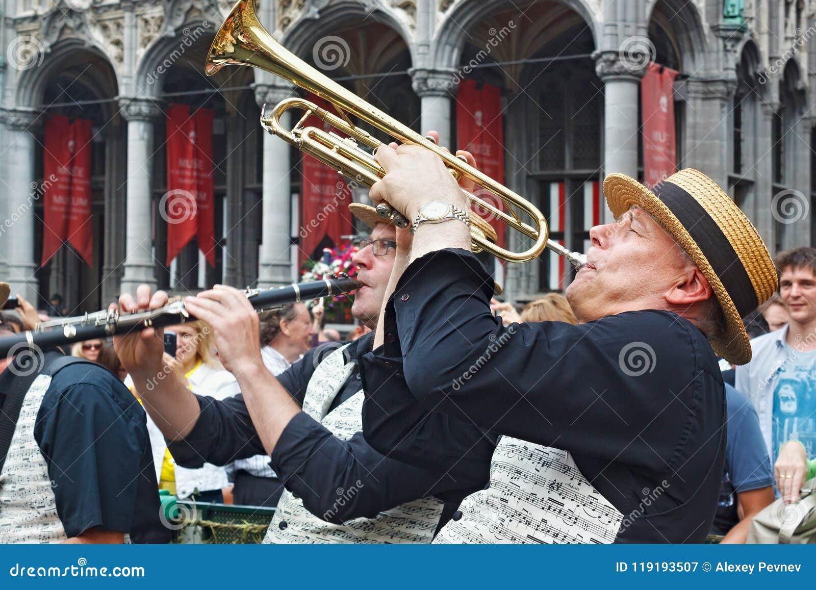 布鲁塞尔,比利时- 2014年9月07日:在盛大正方形的演奏