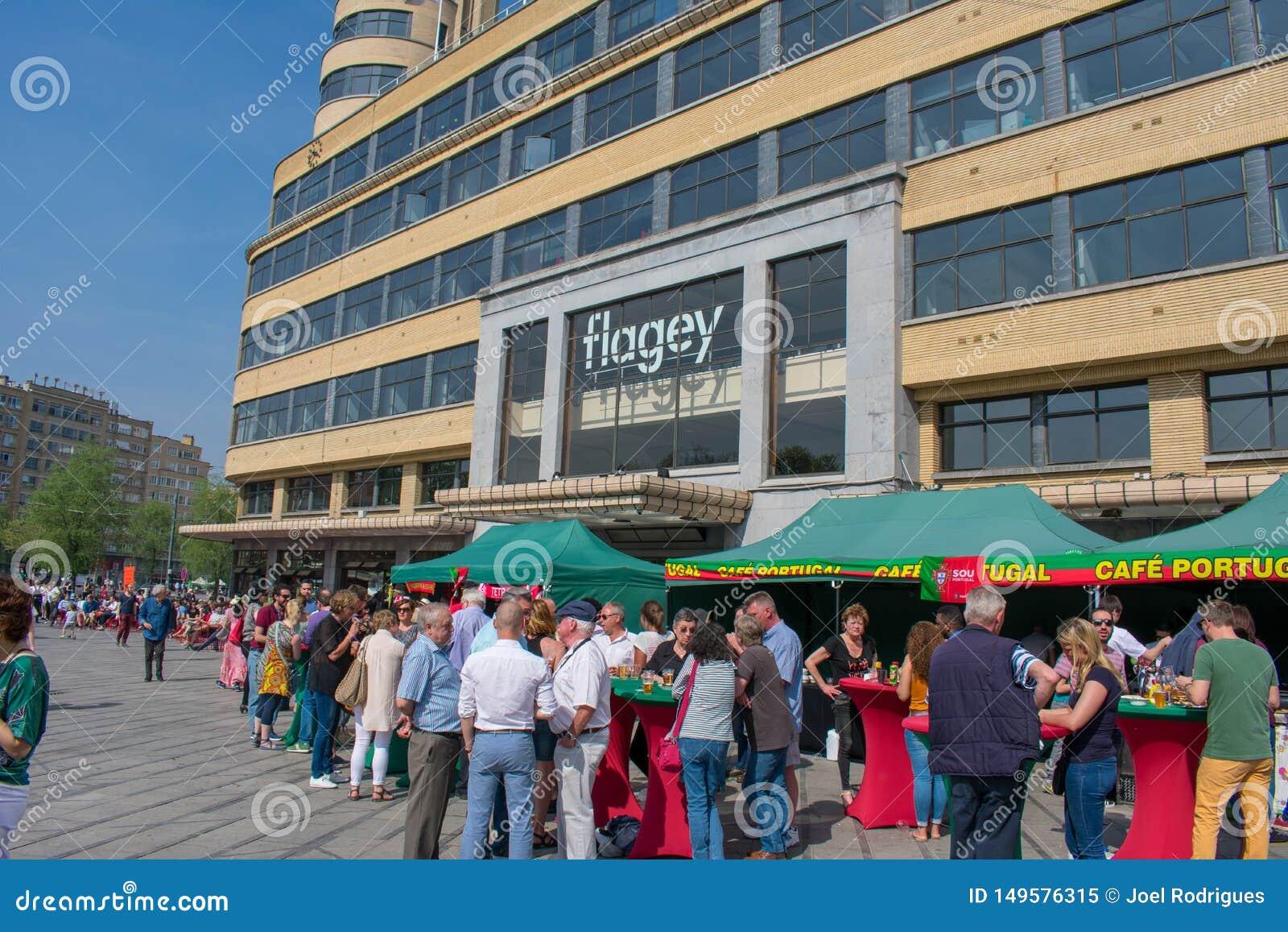 布鲁塞尔,比利时- 2018年4月21日:在flagey正方形前面的葡萄牙民间费斯特在好日子