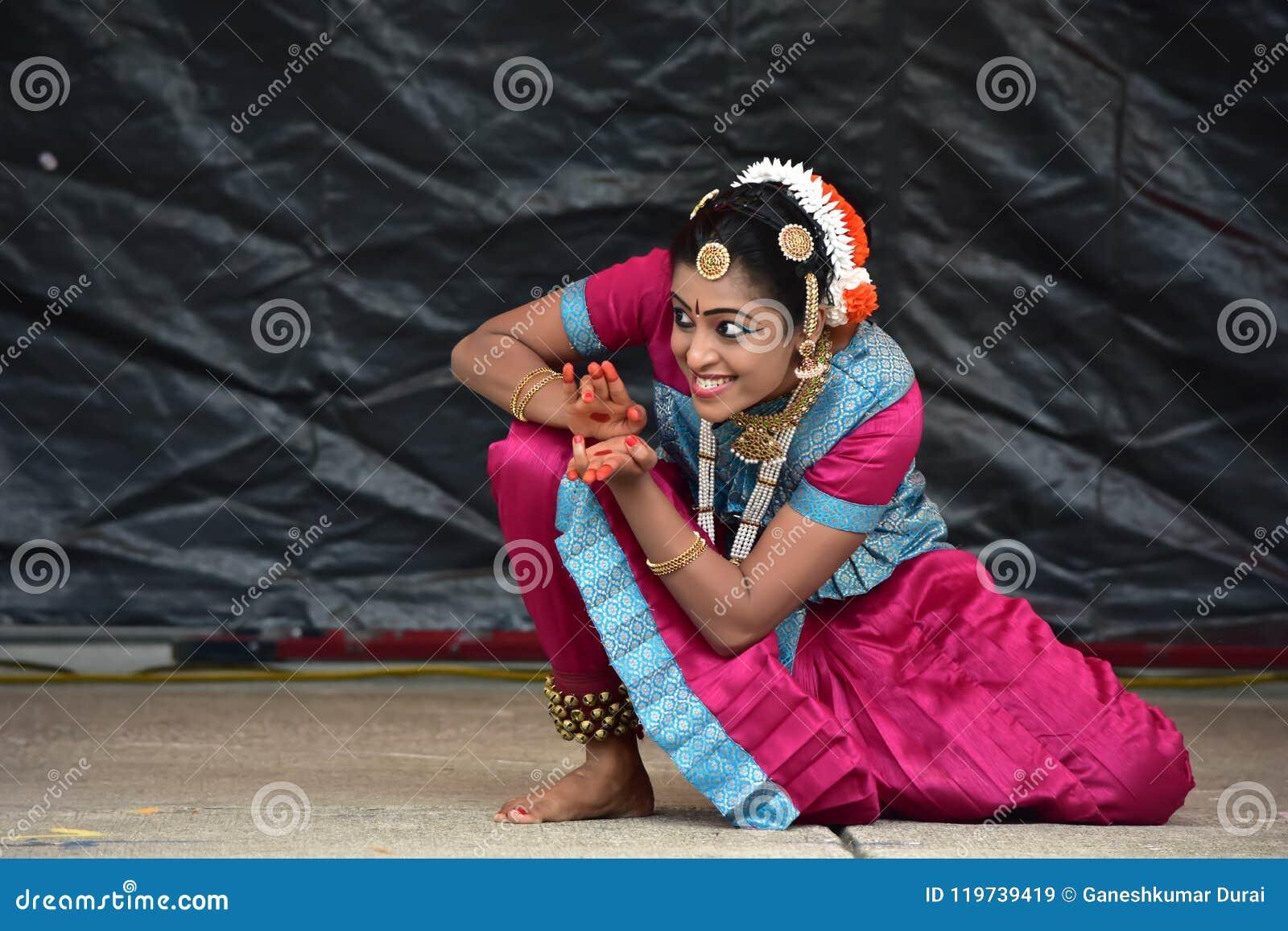 布鲁明屯,伊利诺伊-美国- 6月24,2018 - Ratha Yatra节日古典舞蹈表现