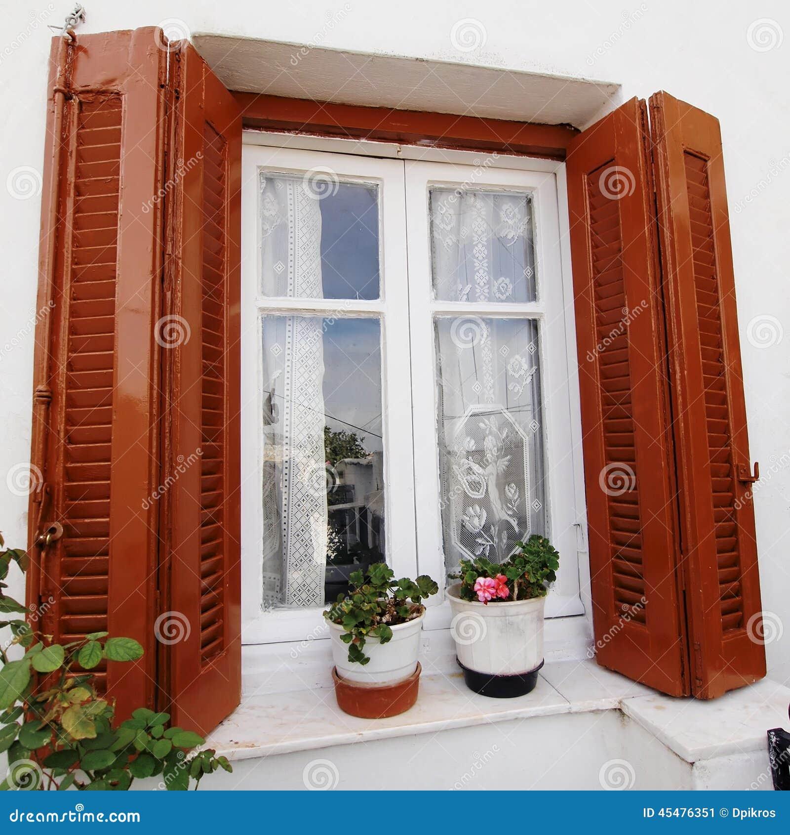 希腊、房子窗口和花盆