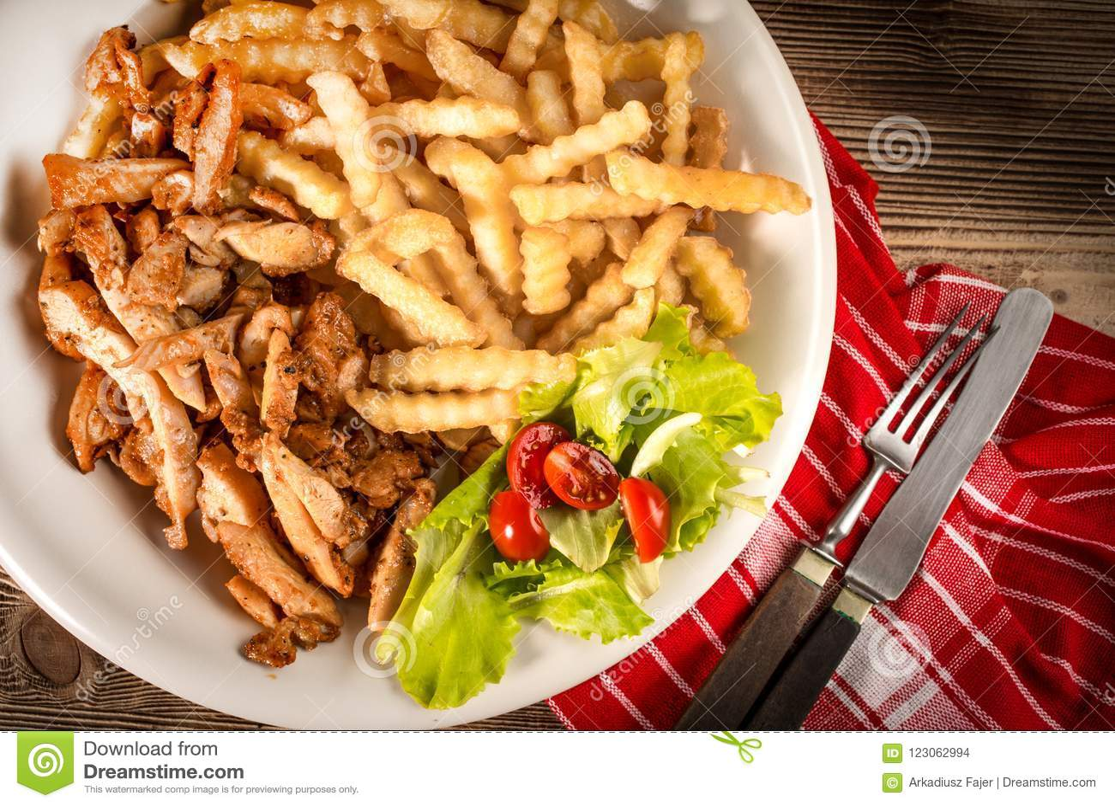 希腊电罗经dis用油炸物和沙拉