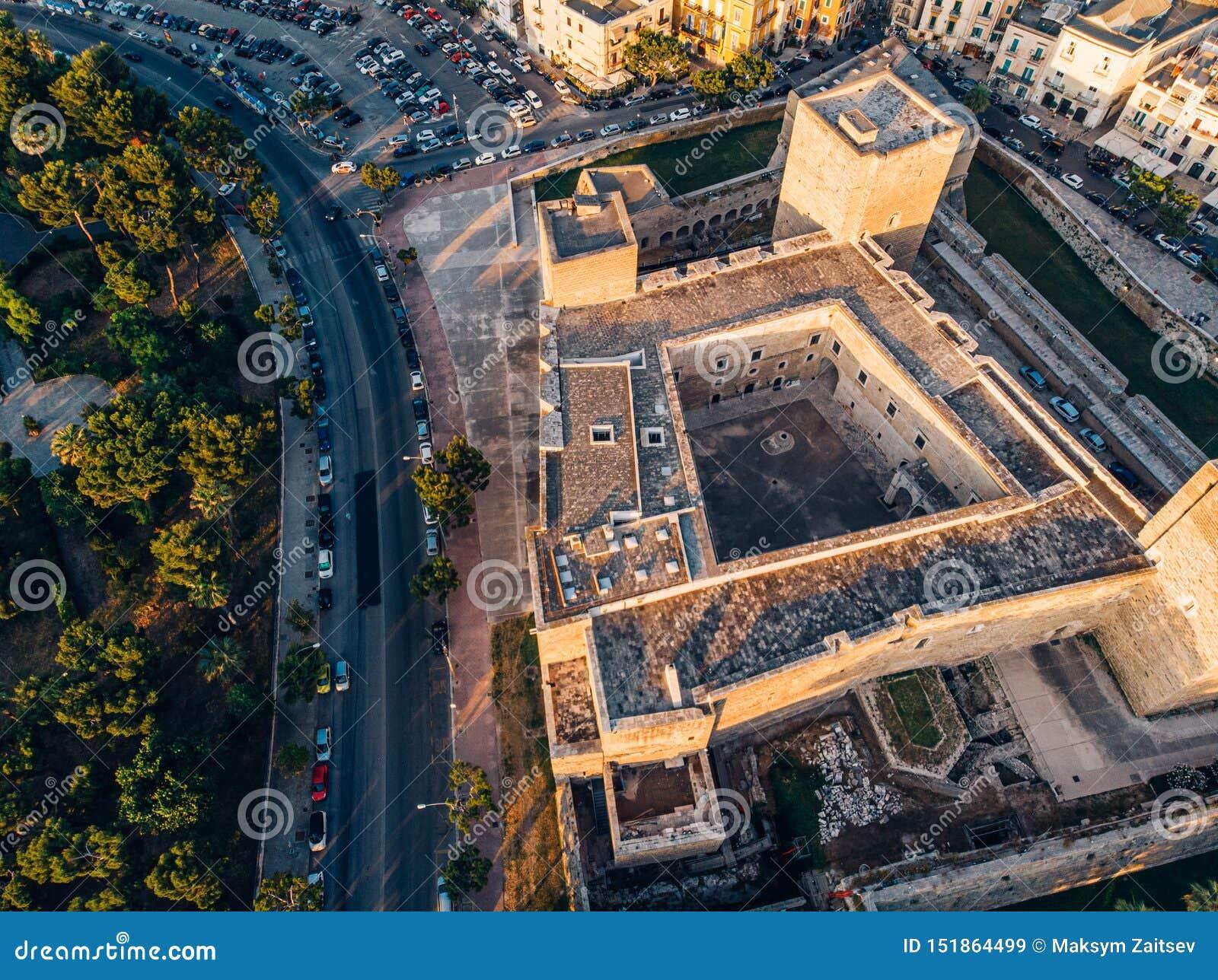 帝堡城Normanno-Svevo鸟瞰图在巴里,意大利