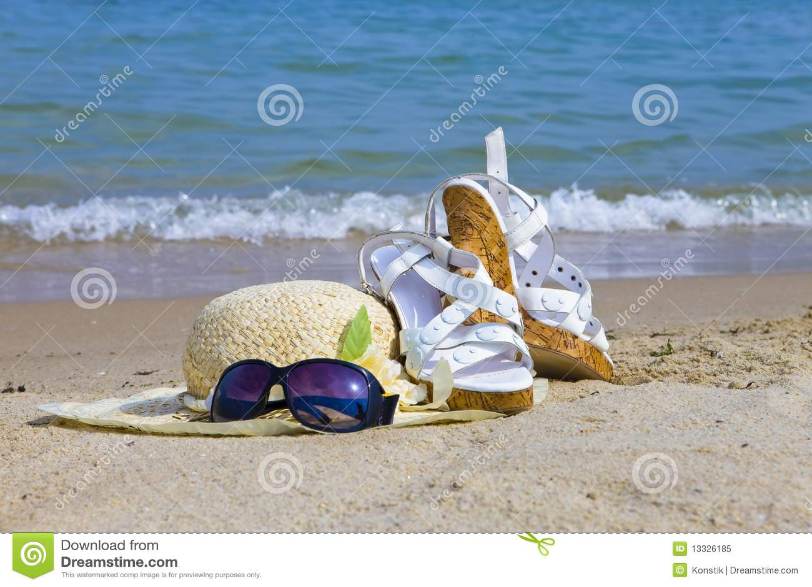 帽子位置沙子凉鞋秸杆太阳镜