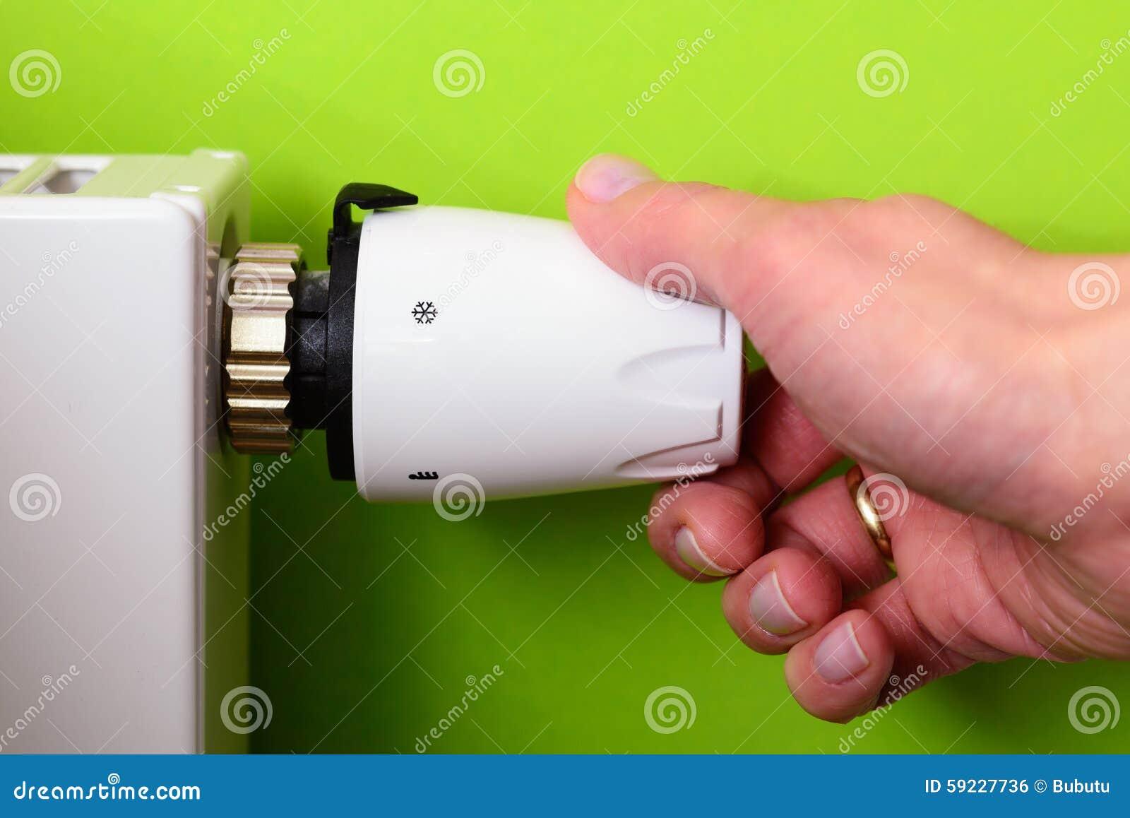 幅射器温箱和手金钱的力量节能概念