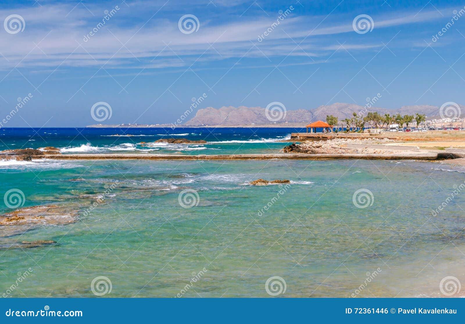 干尼亚州 沿镇的海岸线