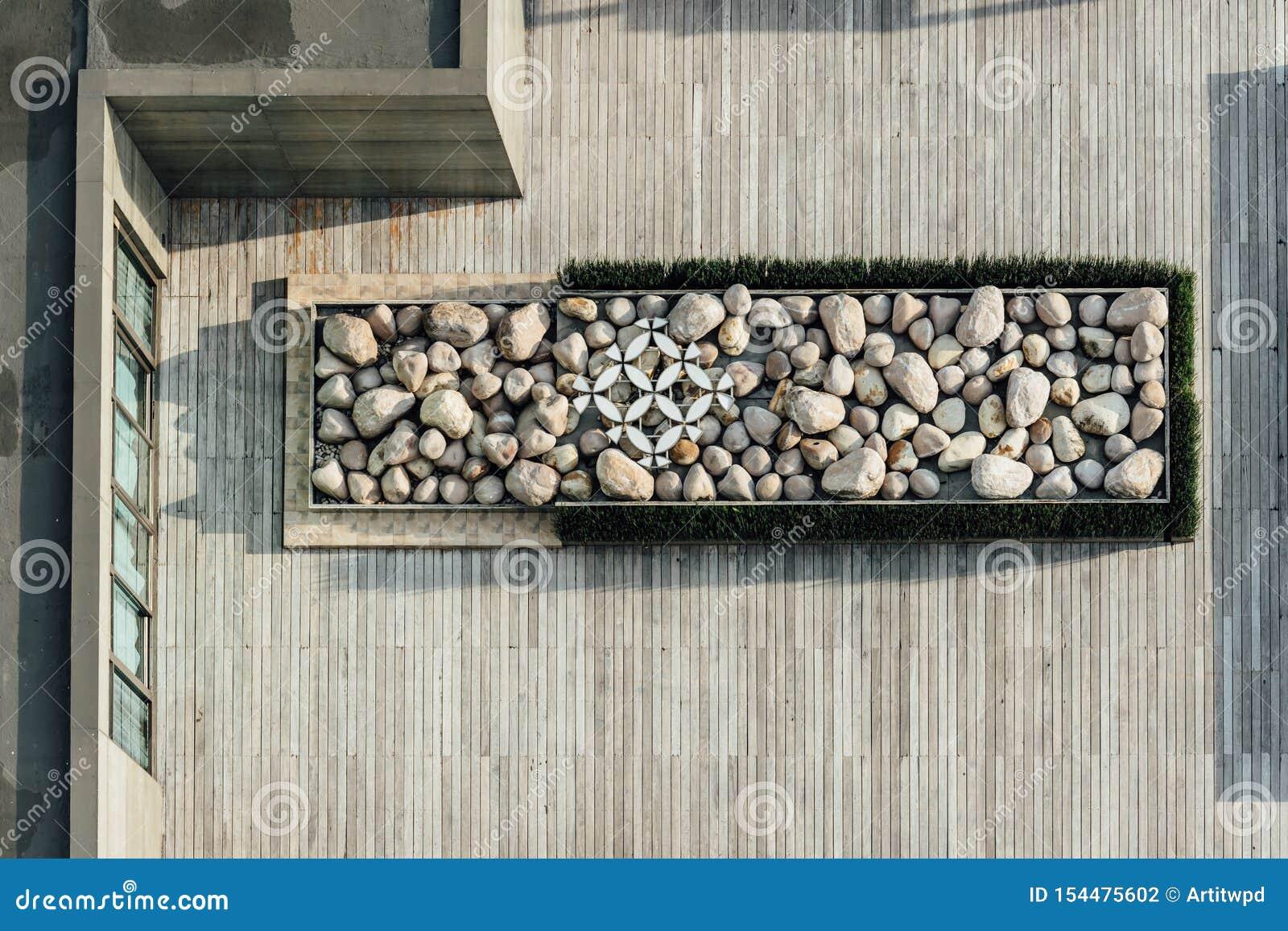 平台顶视图充满在木屋顶的石头 建筑装饰,室外平台
