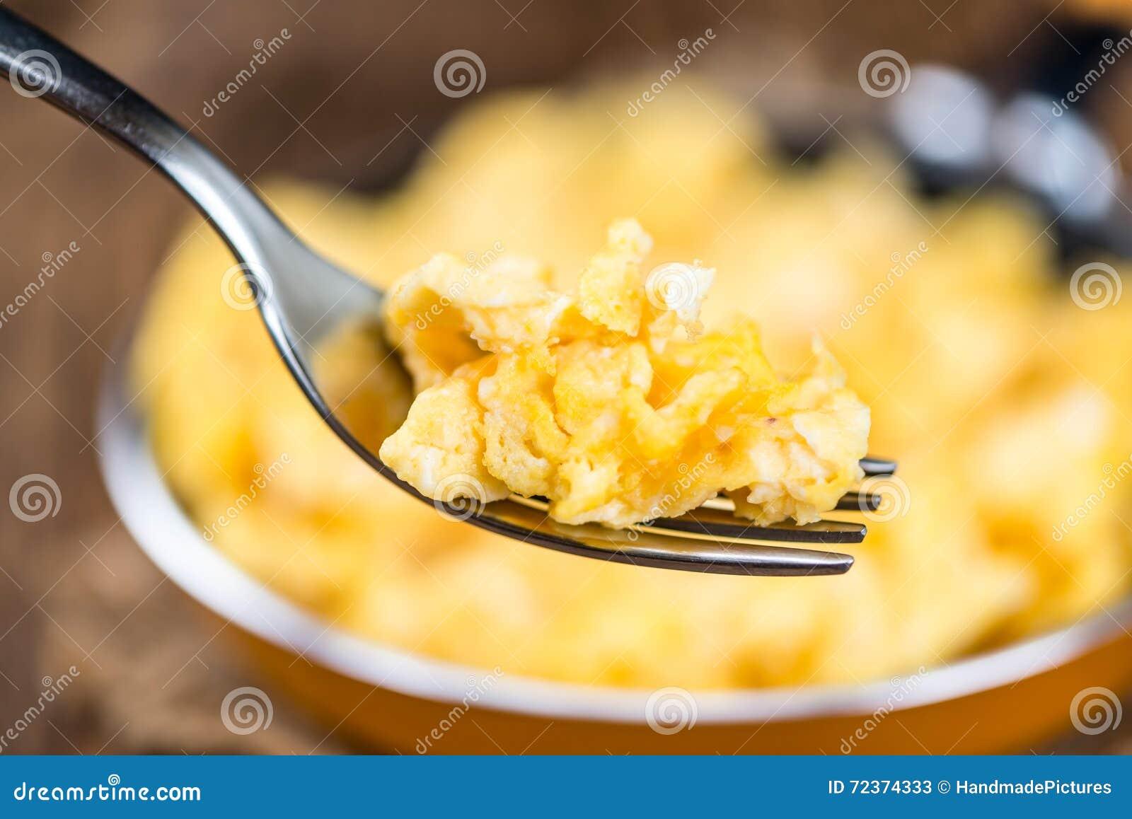 平底锅用炒蛋(选择聚焦)