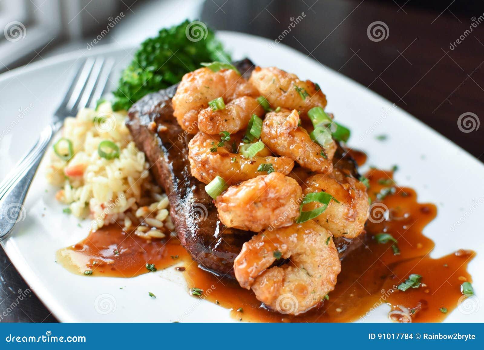 平的铁牛排用虾