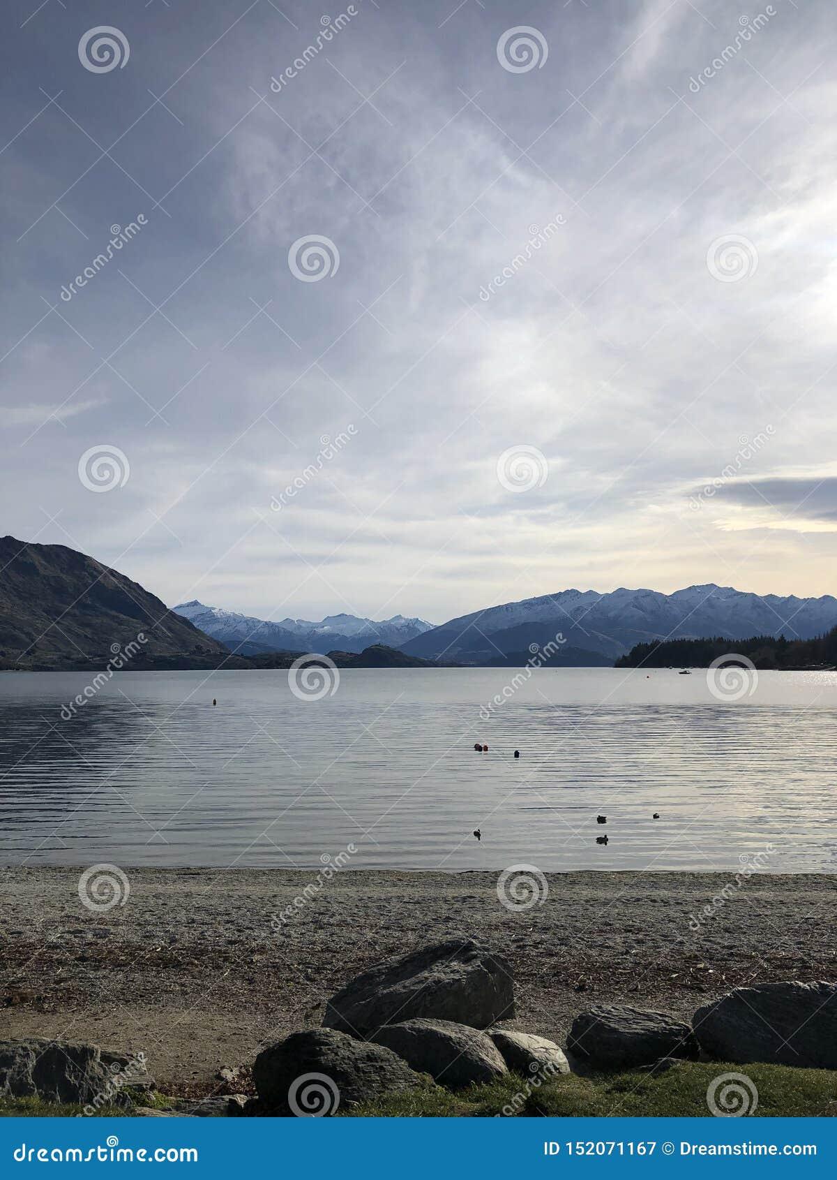 平静的瓦纳卡湖