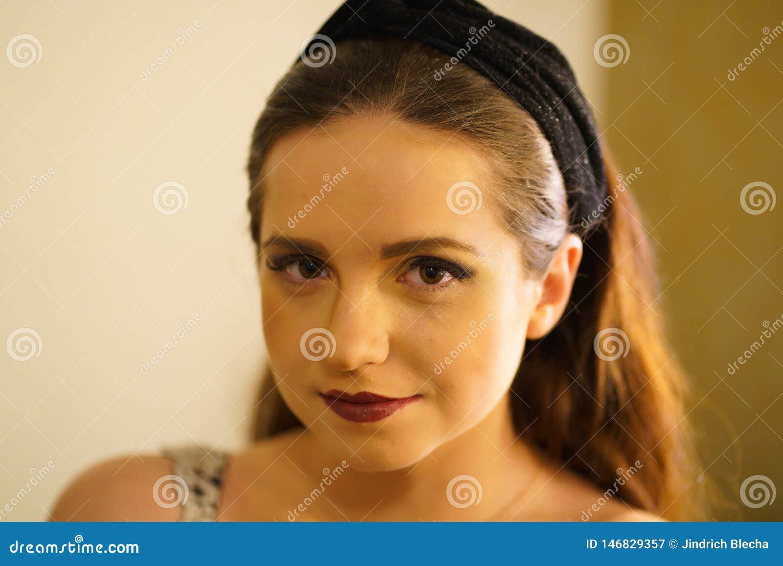 年轻女人画象