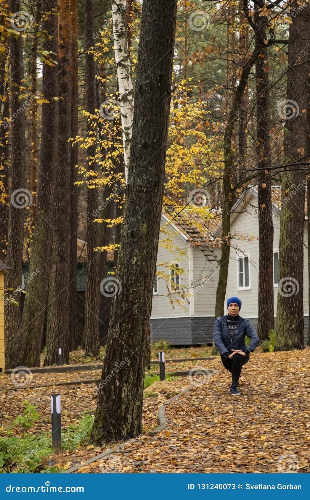 年轻女人,锻炼,自然,秋天,生活方式,森林