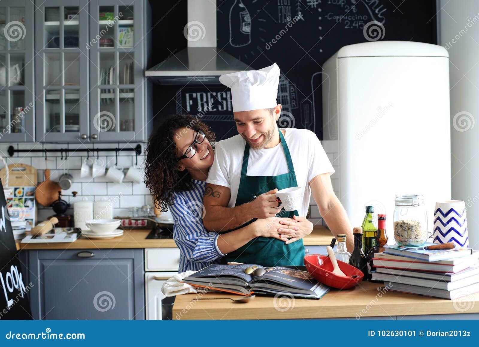 年轻家庭烹调