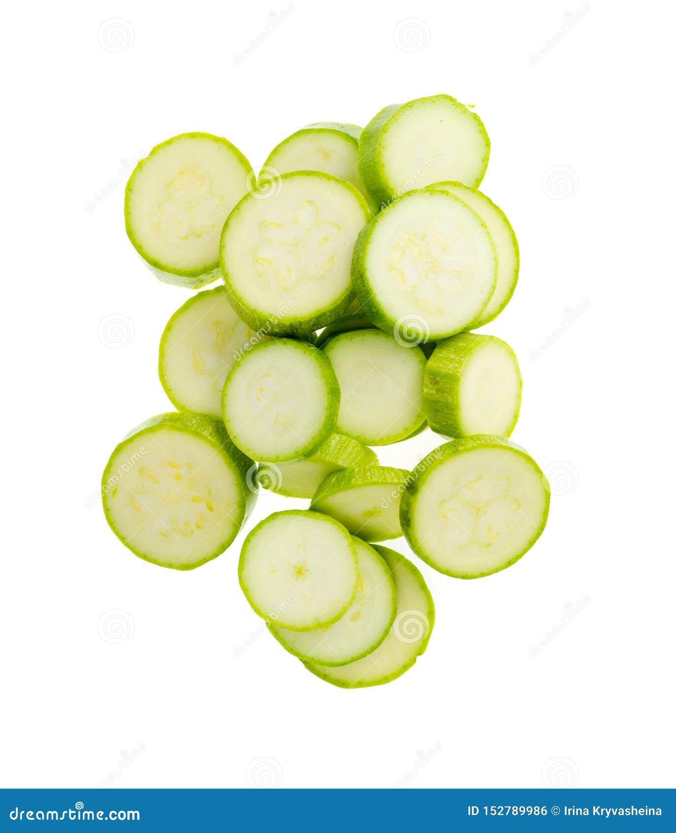 年轻新鲜的绿色夏南瓜切了