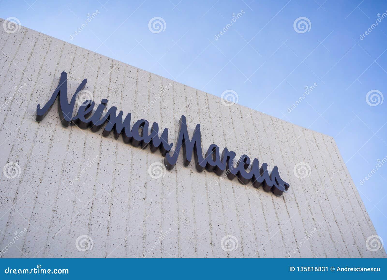 2017年12月7日帕洛阿尔托/加州/美国-在位于高级露天斯坦福购物中心的商店的Neiman马库斯商标,
