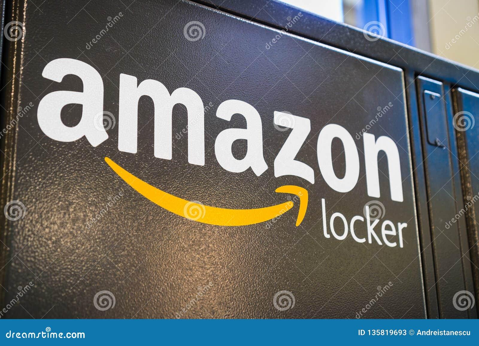 2018年8月2日洛思阿图斯/加州/美国-关闭在的亚马逊商标他们的一个亚马逊衣物柜位于在商店里面在圣