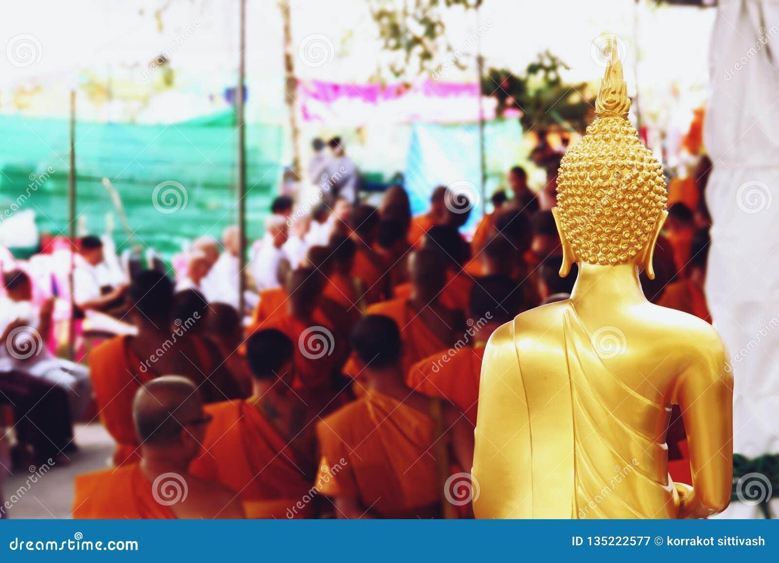 2018年12月07日,Thep Khunakon路,Na Mueang,Chachoengsao,在大学的菩萨雕象修士的