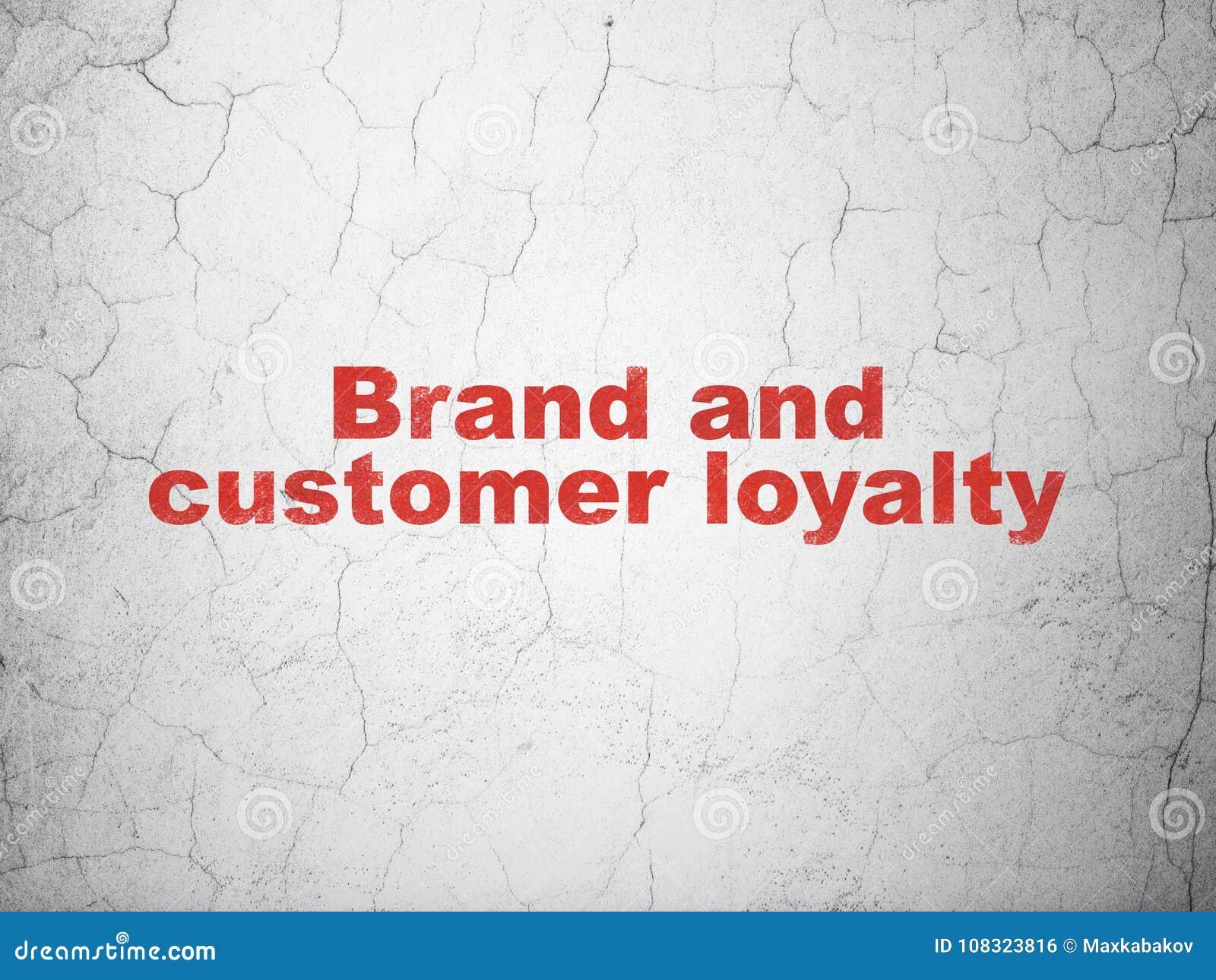 广告概念:在墙壁背景的品牌和顾客忠诚
