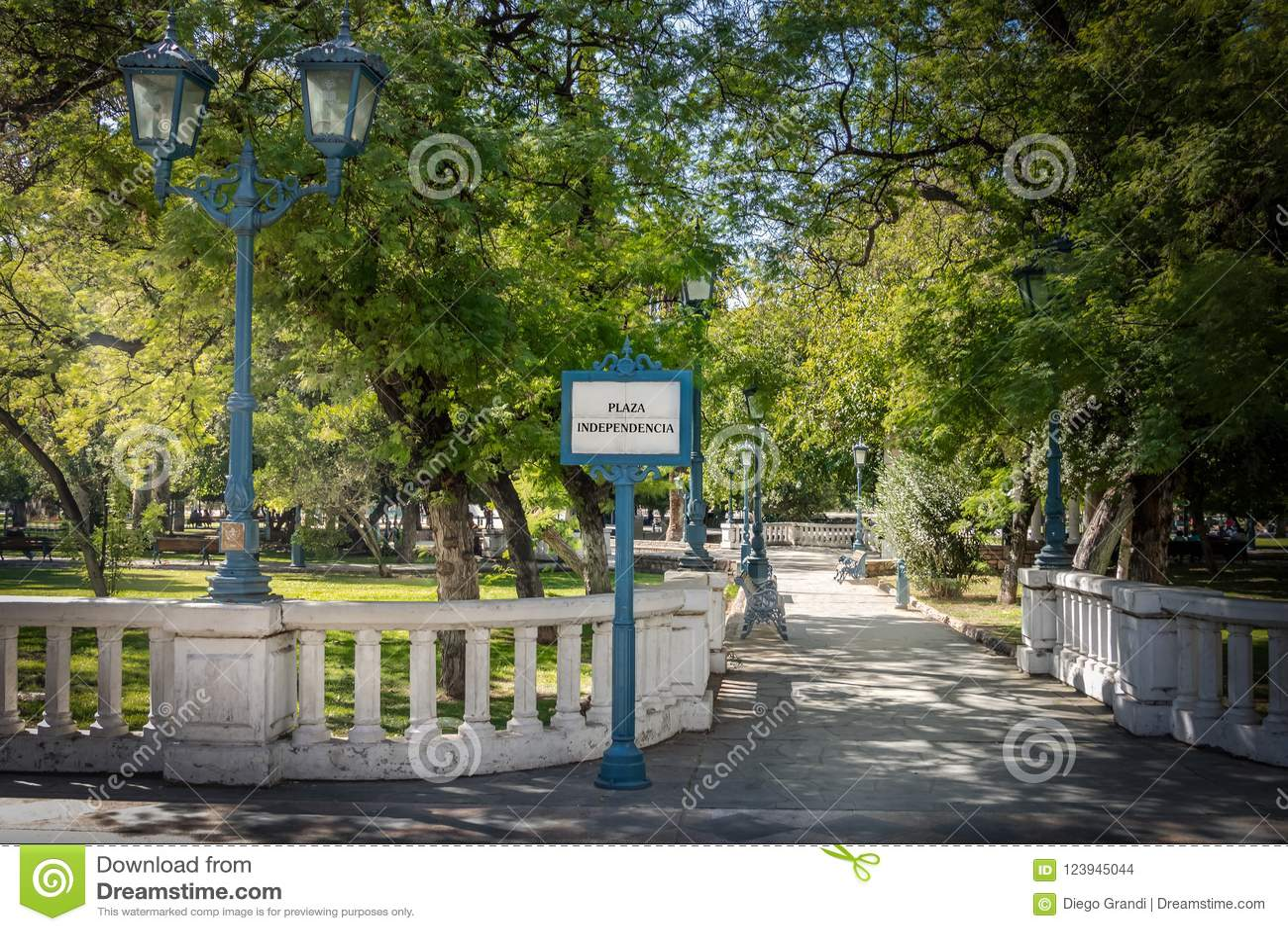 广场Independencia独立广场入口- Mendoza,阿根廷